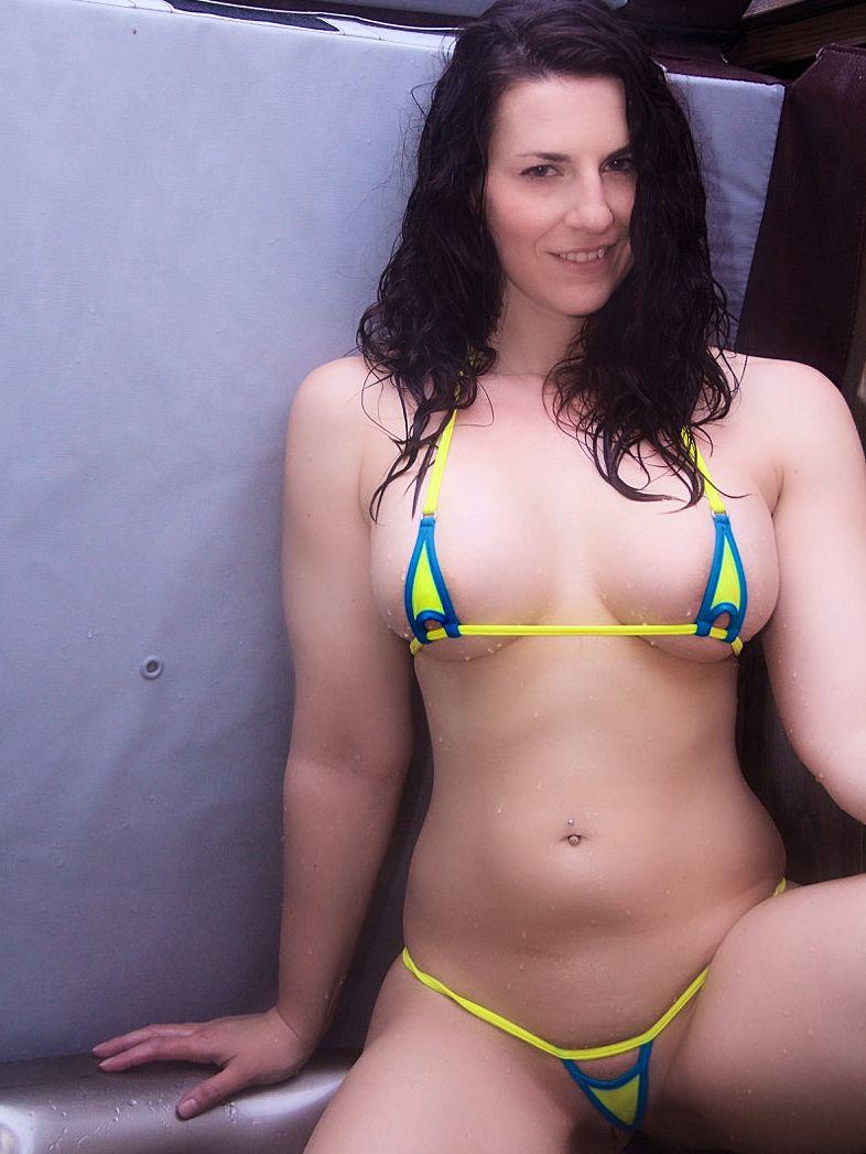 Dubio micro bikini photos